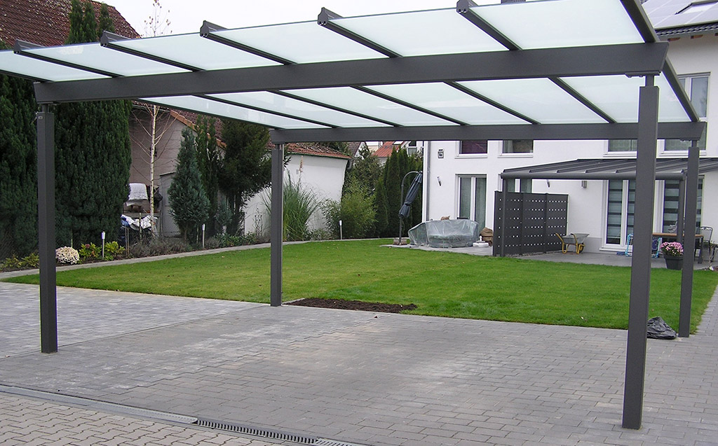 Carport mit mattiertem Glasdach in anthrazitgrau DB703