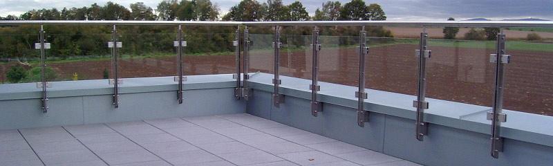 Geländer Modell Kiel als Begrenzung einer Dachterrasse